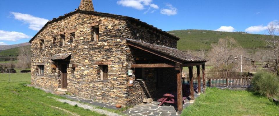 Casas rurales con piscina en guadalajara for Casas rurales con piscina en alquiler